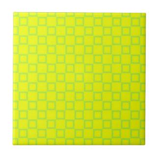 Carreau Tuile verte jaune et en bon état classique