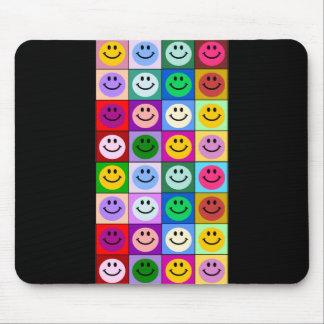 Carrés souriants multicolores tapis de souris