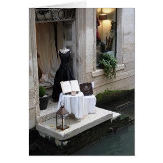 Carte Affichage de fenêtre de boutiques de robes à