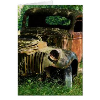 Carte Camion vintage se rouillant loin