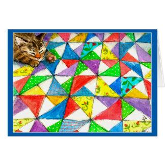 Carte Chat mignon sur l'édredon