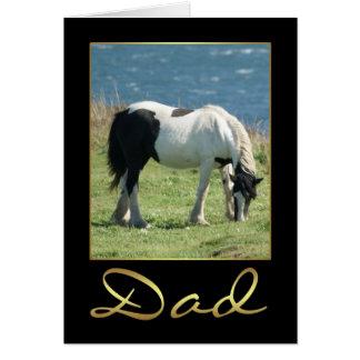 Carte d'anniversaire de papa avec la vue de cheval