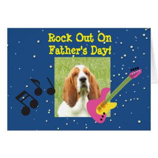 Carte de fête des pères avec Basset Hound