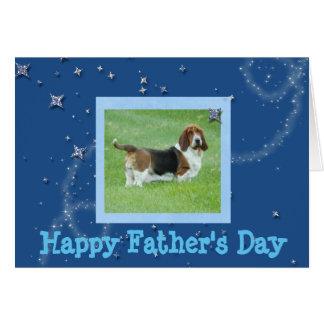 Carte de fête des pères avec Basset Hound et des