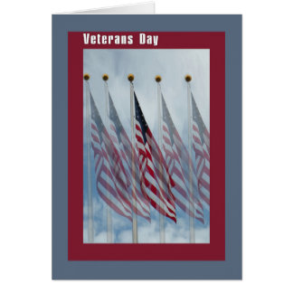Carte de jour de vétérans avec cinq drapeaux