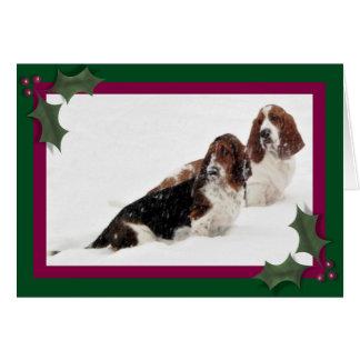 Carte de Noël w/Bassets dans la neige, le bonhomme