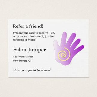 Carte de référence avec la main de massage