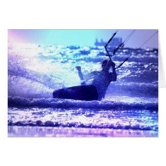 Carte de voeux surfante de cerf-volant