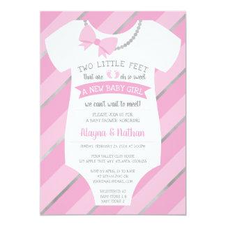 Carte Deux petits pieds d'invitation de baby shower
