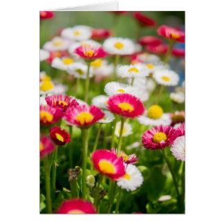 Carte du jour de mère avec des fleurs