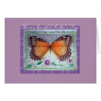 Carte du jour de mère de lilas et de papillon