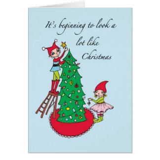 Carte Elfes de Noël décorant l'arbre