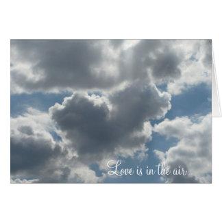 Carte en forme de coeur de nuage