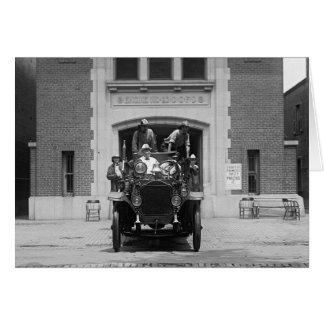 Carte Équipage de pompe à incendie chez Firehouse, 1925