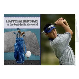 Carte Fête des pères heureuse jouante au golf de photo