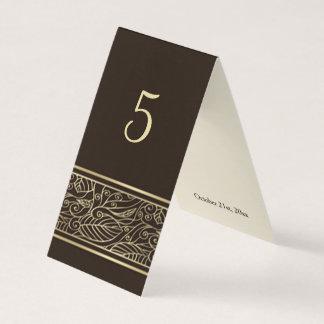 Carte Feuille d'or de dentelle sur le nombre brun de