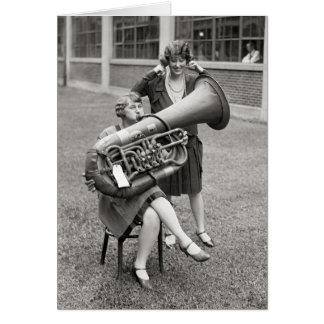 Carte Fille jouant Tuba, 1928