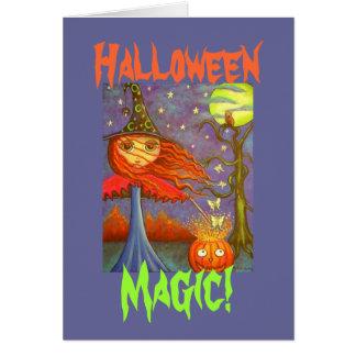 Carte Fille rousse de sorcière de Halloween et mites de