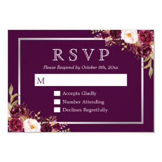 Carte Gris argenté floral pourpre de prune épousant RSVP