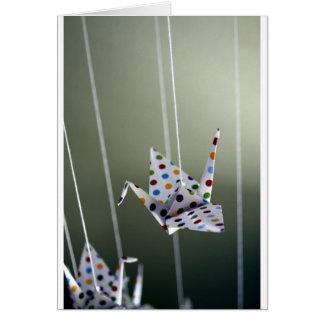 Carte grue d'origami de point de polka