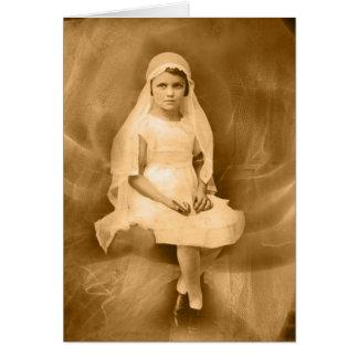 Carte La première fille de communion de cru, robe,