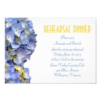 Carte Le bleu simple fleurit l'invitation de dîner de