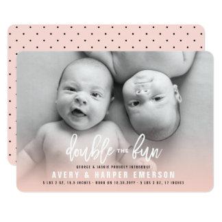 Carte Le double le bébé d'amusement jumelle le