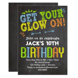 Carte Le néon de craie d'invitation d'anniversaire