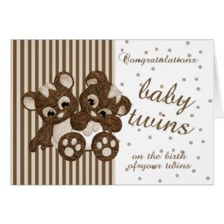 Carte Le nouveau bébé jumelle des félicitations -