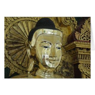 Carte Les yeux de prière méditants heureux de Bouddha