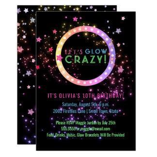 Carte Lueur au néon dans l'anniversaire de enfant foncé