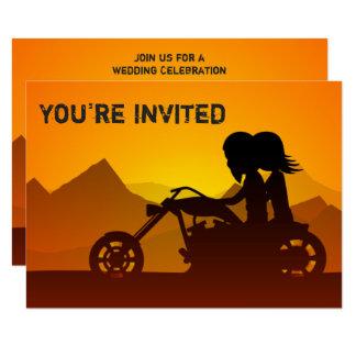 Carte Montagnes de moto d'équitation de couples épousant