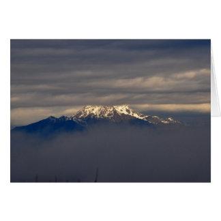 Carte Montagnes olympiques se levant des nuages