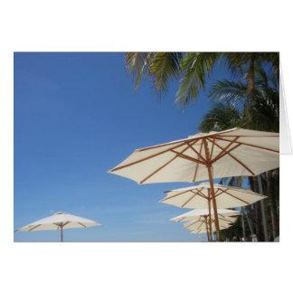 Carte parapluies de plage blancs