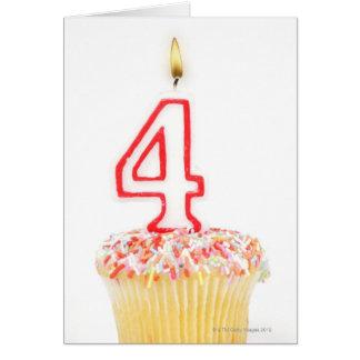 Carte Petit gâteau avec une bougie numérotée 2