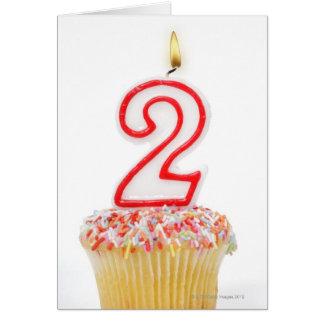 Carte Petit gâteau avec une bougie numérotée 6