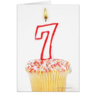 Carte Petit gâteau avec une bougie numérotée 7
