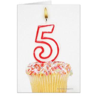 Carte Petit gâteau avec une bougie numérotée 8