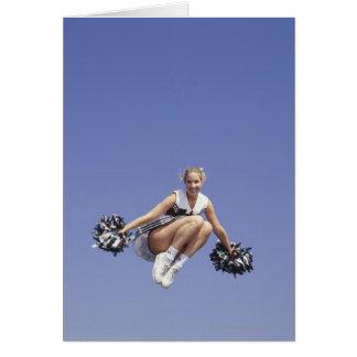 Carte Pom-pom girl sautant, vue d'angle faible, portrait