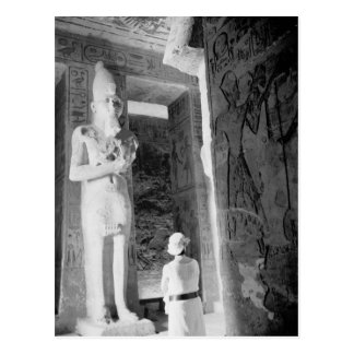 Carte Postale Abu Simbel Egypte, touriste à l'intérieur du