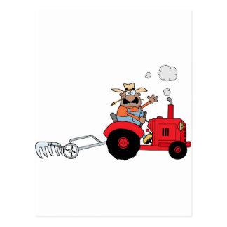 Carte Postale Agriculteur heureux à l'aide d'un tracteur