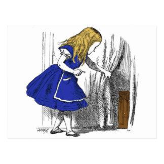 Carte Postale Alice au pays des merveilles - la petite porte