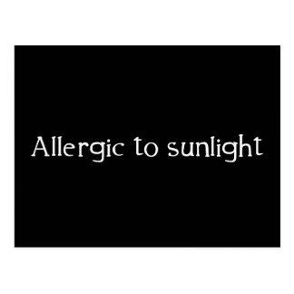Carte Postale Allergique à la lumière du soleil