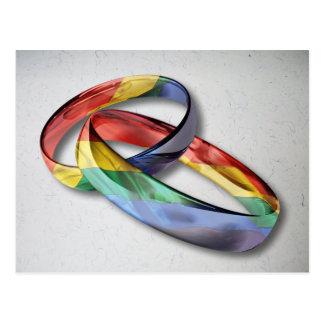 Carte Postale Anneaux de mariage d'arc-en-ciel pour l'égalité de