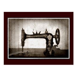 Carte postale antique de machine à coudre