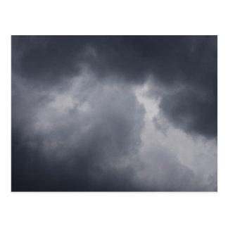 Carte Postale Arrière - plan de ciel avec des nuages noirs