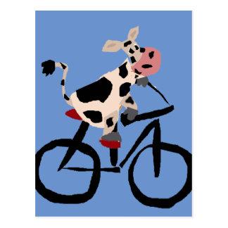 Carte Postale Art drôle de bicyclette d'équitation de vache