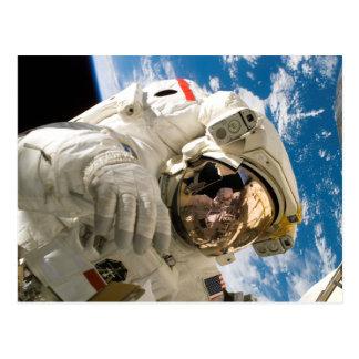 Carte Postale Astronaute dans la découverte de navette spatiale