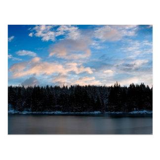 Carte Postale Bois, lac et nuages