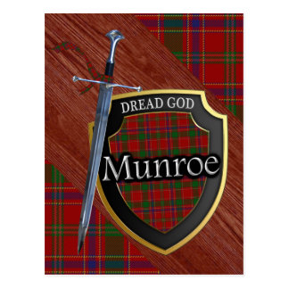 Carte Postale Bouclier et épée écossais de tartan de Munroe